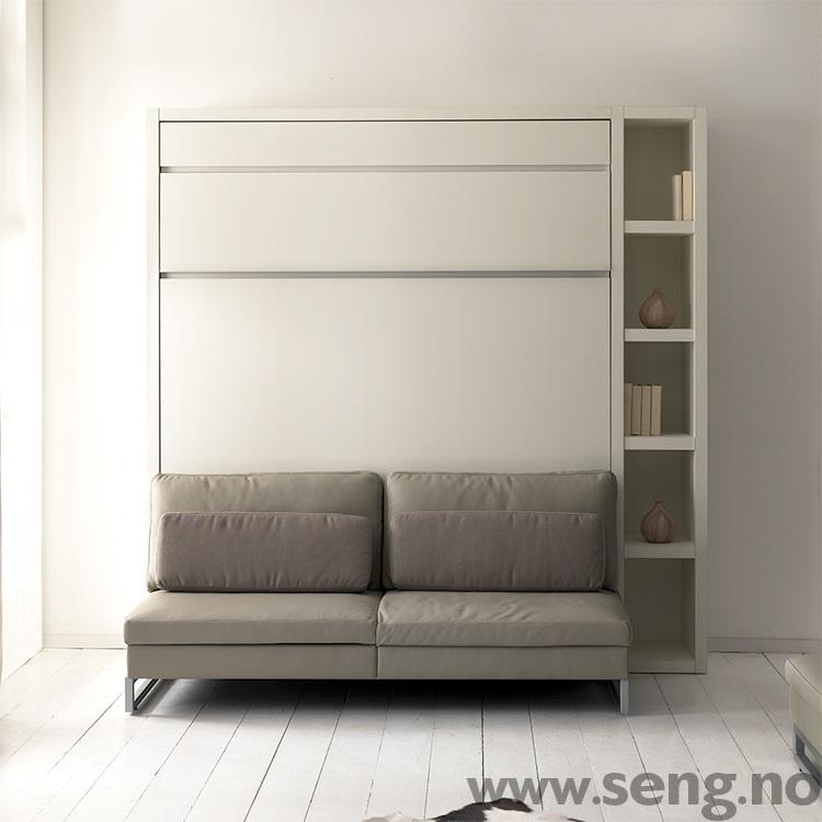 LOFT skapseng - med sofa og bokhylle